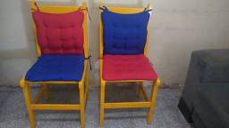 02 cadeiras de madeira decorativas acompanha almofadas
