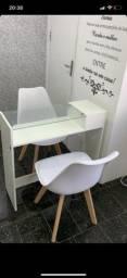 Mesa de manicure profissional com 2 cadeiras