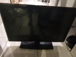 Título do anúncio: 3 televisão para retirar de peças ou conserto
