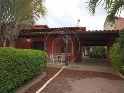 Casa Linear 3 quartos com piscina e área gourmet,vasto comércio ao redor !