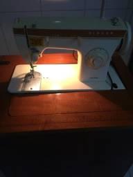 Máquina de costura raridade com gabinete