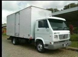 Caminhão de mudança disponível