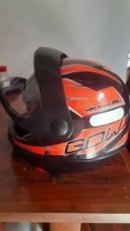 Título do anúncio: Vendo ou troco capacete novo n58 . 90 reais