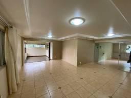 Amplo Apartamento Semimobiliado 4 Salas, 1 Suíte e 2 Quartos, no Centro!
