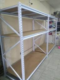 Prateleiras para exposição e armazenagem