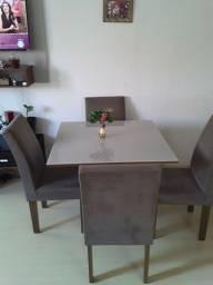 Mesa de Jantar executivo com cadeiras estufadas