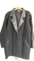 Título do anúncio: Casaco importado preto de lã batida com detalhes em couro preto <br>Tam M/G<br>