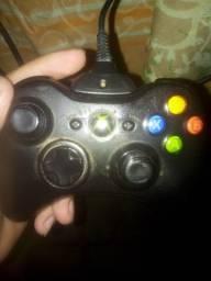 Xbox 360 4 GB com 1 pendrive de 8gb
