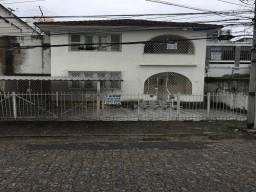 M. C. Lins Imóveis. Grande casa no Prado.