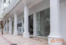 Sala comercial térrea com 1 vaga privativa no Centro de Balneário Camboriú