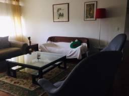 Aluguel para temporada em apartamento amplo, confortável e bem localizado.