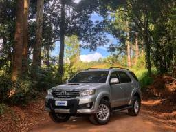 Toyota HILUX SW4 3.0 4x4 7 lugares!! 2013 - 2013