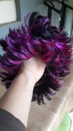 Vendo perucas e outros utensílios para brincar no carnaval