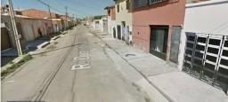 Casa com 03 quartos no bairro São Cristovão - Próx. a Av. Castelo de Castro