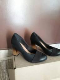 Sapato alto preto e tênis branco led