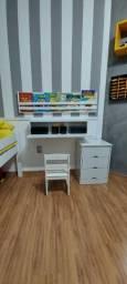 Conjuto de móveis Escrivaninha, Guarda-livros e Mini Comoda