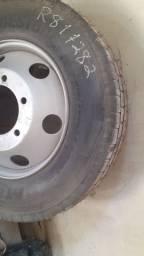 Vendo roda para caminhão ou micro ônibus .roda é pneu sem uso
