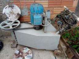 Máquina de polir pisos granitina com desinpenadeira oval vlr.1800.00