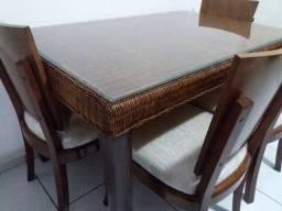 Com 4 cadeiras