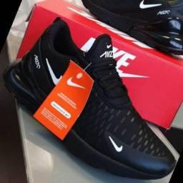 Tênis Adidas e Nike?s