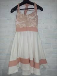 Vestido rose e branco.