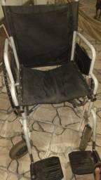 Cadeira de rodas usada