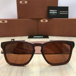 Óculos de sol Oakley Latch squared brown polarizado