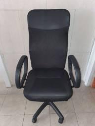Cadeira Seminova Preta - Estilo Diretor
