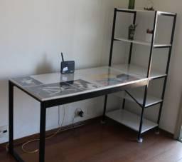 Escrivaninha com estante branco/preto