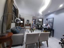Casa com 290m², total de 5 quartos, 4 banheiros, área de jardim e piscina no Murilopolis
