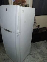 Linda geladeira GE 420 Litros funcionando perfeitamente
