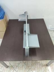 Mesa de Trabalho com divisão e prateleiras 160x140mm