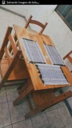 Mesas com cadeiras novas na caixa Madeira de lei
