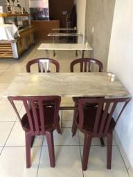 Conjunto de mesas e cadeiras para restaurante