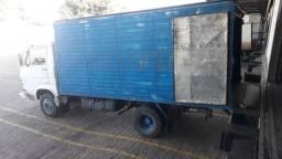 Caminhão baú Volks 6.90