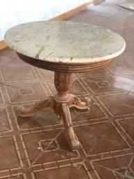 Mesa de centro em madeira pata de leao em marmore
