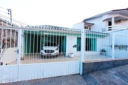Casa Residencial 200m², mobiliada com móveis planejados, ótima localização, 5 minutos do c