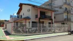 Ótima casa localizada no centro de Balneário Camboriú, à duas quadras da praia