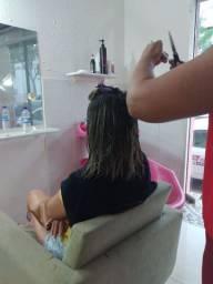 Troco serviços de cabeleireira. Em matéria.de construção