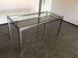 Mesa de aço inox com tampo de vidro