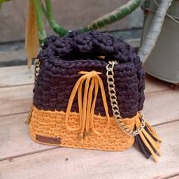 Bolsa fio de malha (crochê) marrom com laranja