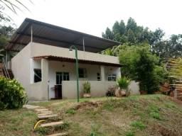 Casa na represa João Penido com 3 quartos e piscina. A 15 km do centro. Financio