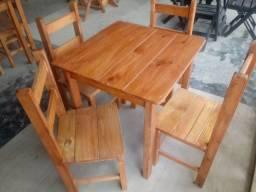 Mesas 70x70 pés fixos com quatro cadeiras em madeira maciça promoção