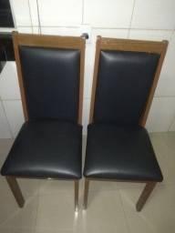 Vendo 6 cadeiras super conservadas e um vidro.