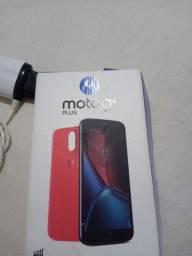Moto G4 com carregador e uma capa em boas condições