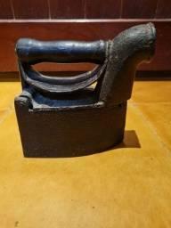 Título do anúncio: Ferro antigo à brasa
