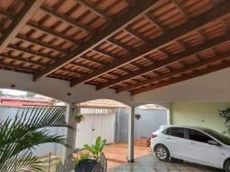 Casa com piscina no Bairro Estação Experimental