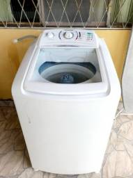 Título do anúncio: Máquina de lavar Electrolux turbo 10kg semi nova funcionando perfeitamente