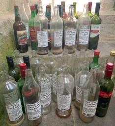Garrafas vazias litros E de cervejas pequenas e litros de vinhos mais de +200.