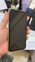 IPhone XR aparelho conversado.